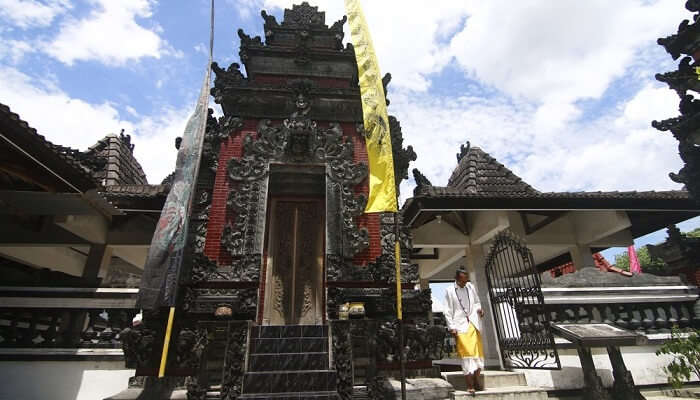 A mas was praying at Pura, Bali