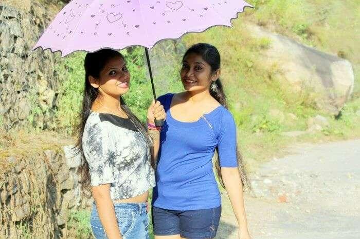 my friends trekking to parvati valley