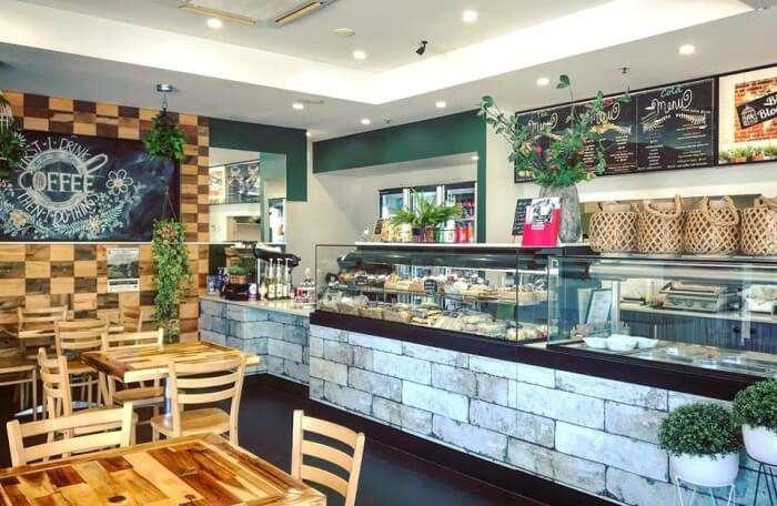 Birds & Blooms Café