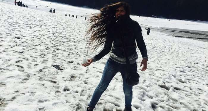 girl playing with snow in Dalhousie
