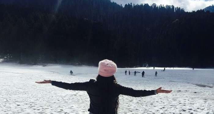 girl enjoying the snow in Dalhousie