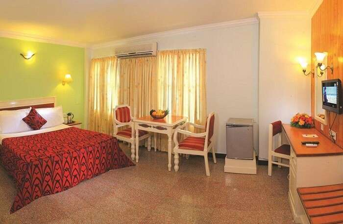 Hotel Excellency offers spacious rooms and rich décor to its clientele