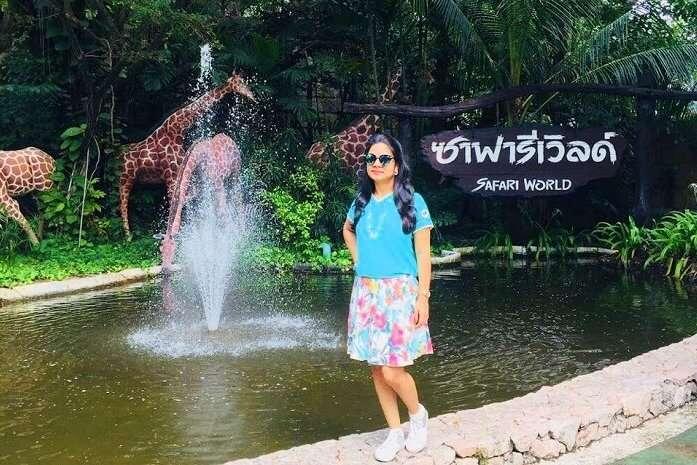 pooja thailand trip day 5 safari world giraffe