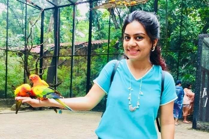 pooja thailand trip day 5 safari world holding parrot