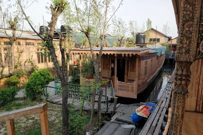 Outer view of houseboat