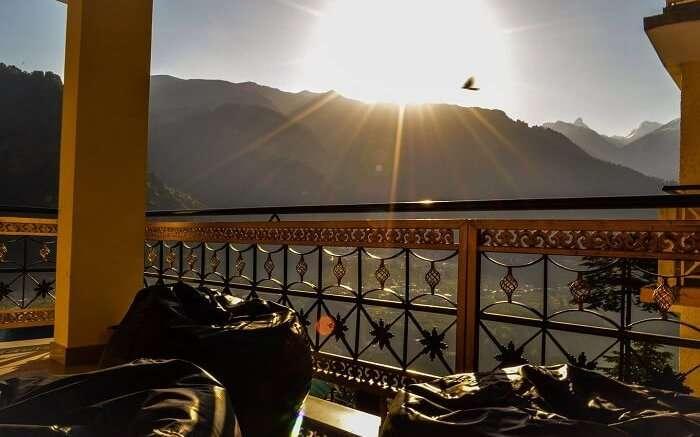 Manali Sunrise Cottage at dawn