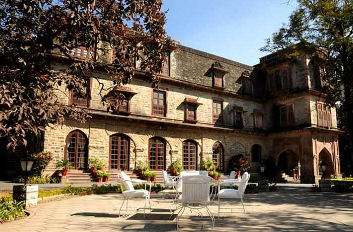 Seating and breakfast facility in the open at the Palace Hotel in Mount Abu