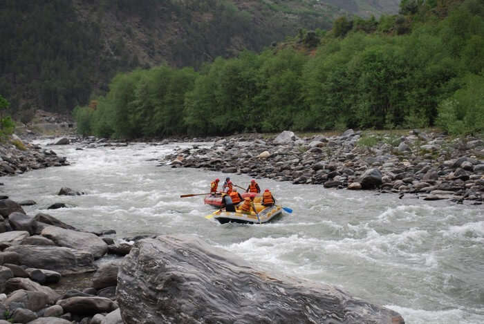 Beas River offers best conditions for rafting in Manali