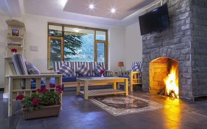 Shobla Pine Royale lounge area