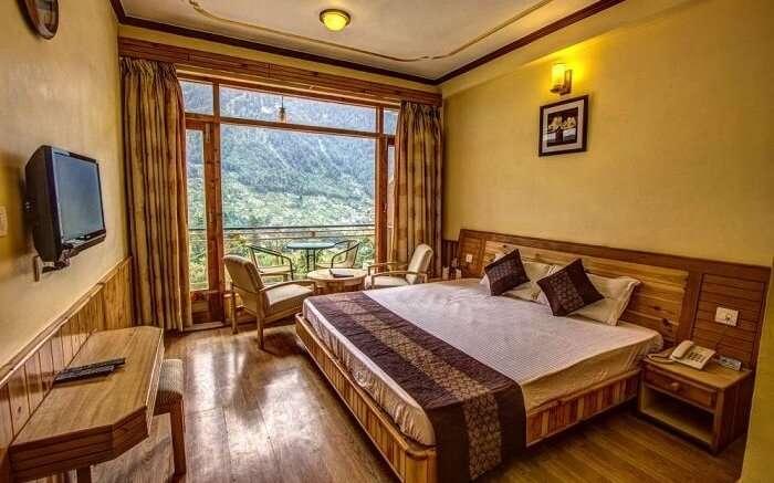 Snow Peak Retreat bedroom
