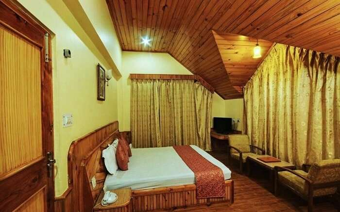 The Holiday Resorts Cottages & Spa room
