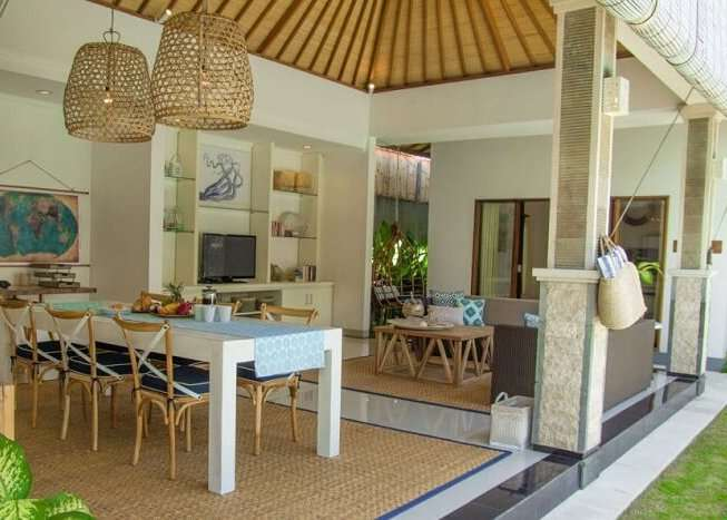 dining area in umalas retreat 2