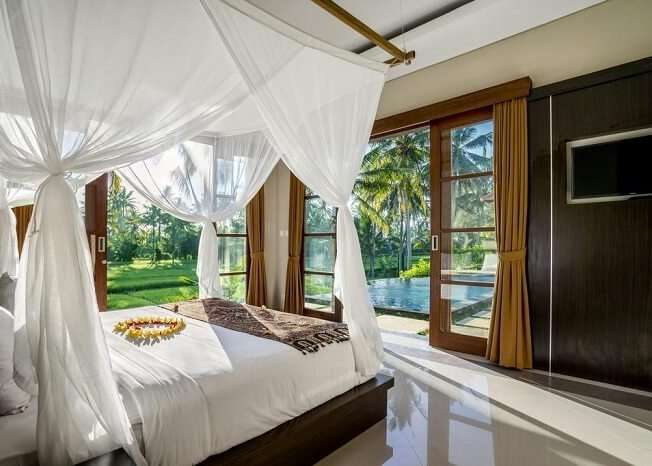 villa gusku with cosy rooms with private pool view