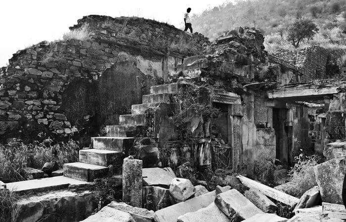 The ruins of the Bhangarh fort and village make it the most haunted place in India