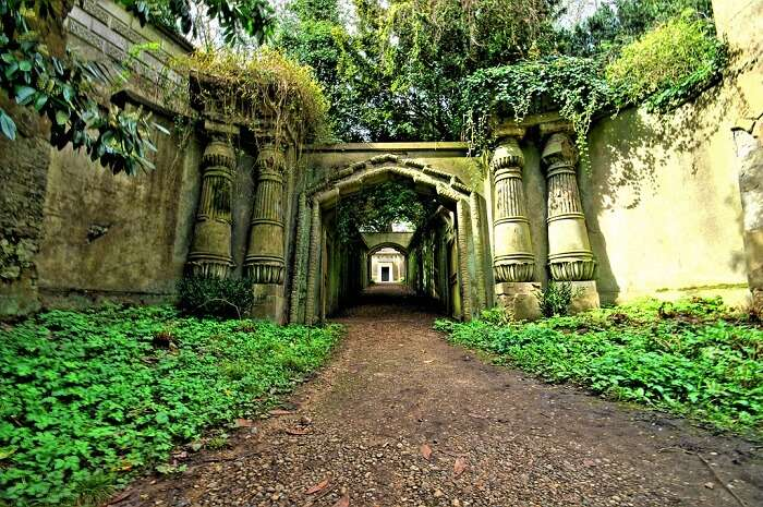 Entrance to the Egyptian Avenue at the Highgate Cemetery