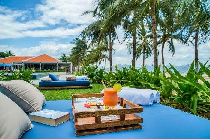 Outdoor seating at Ana Beach House at Evason Ana Mandara