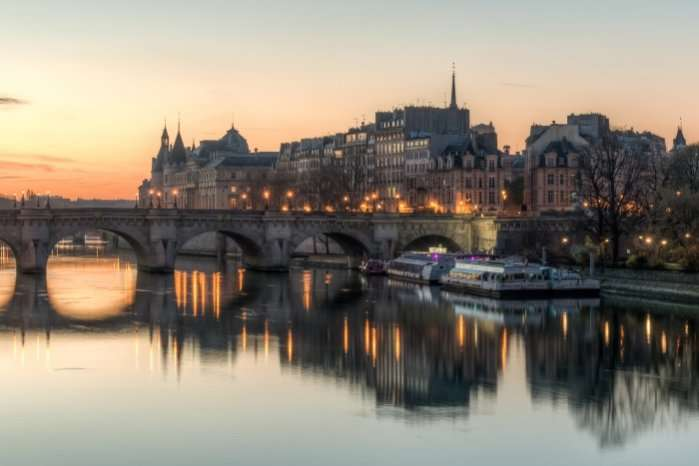 Île de la Cité shortly before sunrise, West View