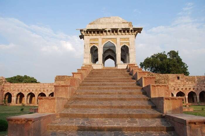 The staircase at the Asrafi Mahal in Mandu