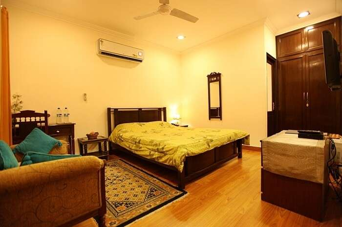 One of the luxury rooms at Vandana BnB in Delhi