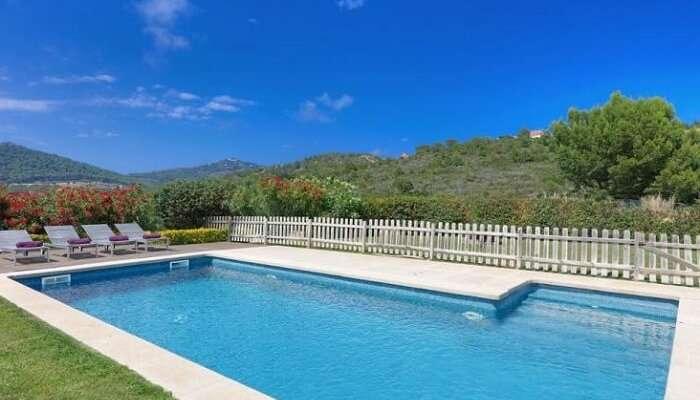 Pool in Villa Gelida spain