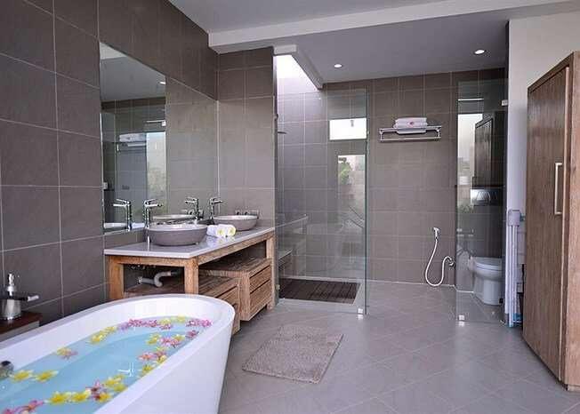 grand washroom in zoe villa