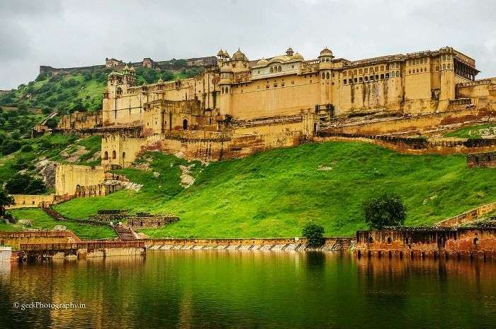 Enjoy the bonfire adventures near Amer fort, Jaipur