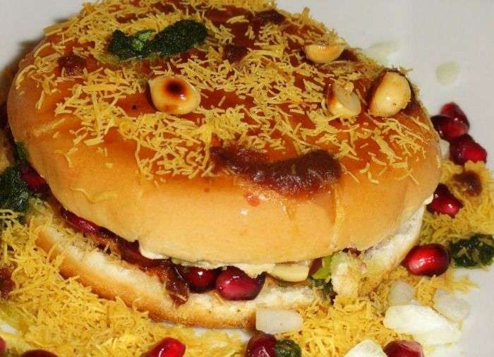 Kutchi Dabeli - a Gujarati version of vada pav