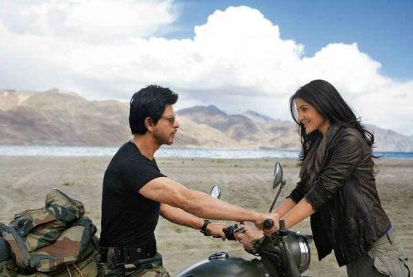 Shah Rukh Khan and Anushka Sharma in Jab Tak Hai Jaan.
