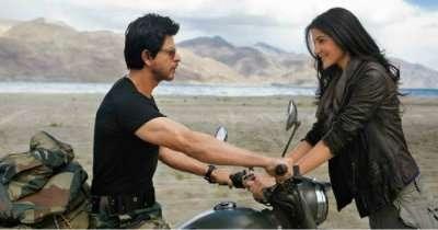Bollywood scene of SRK and Anushka at Ladakhh