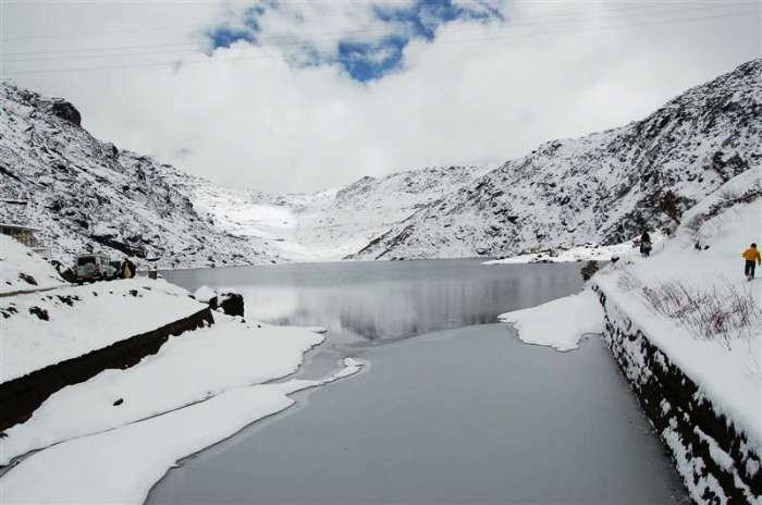Tsomgo Lake in Sikkim, propose a girl under the clear blue sky