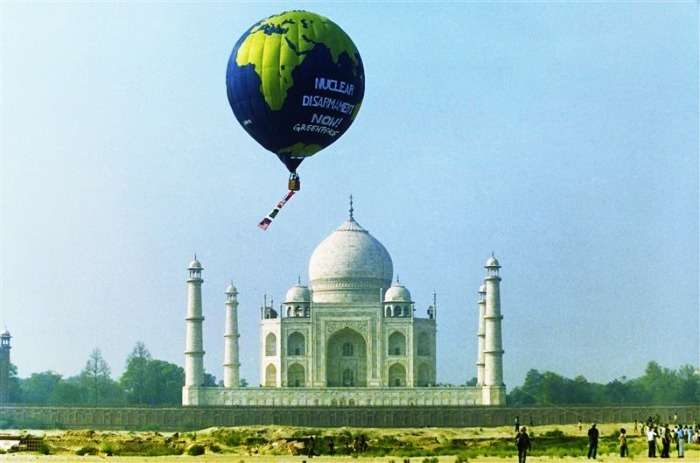 Hot air balloon ride overseeing the Taj Mahal, Agra