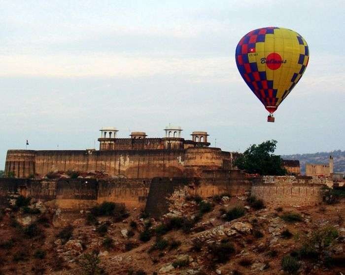 Hot air balloon ride overseeing the the City Palace, Udaipur Rajasthan