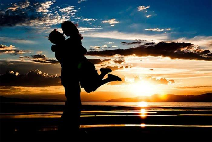 Enjoy romantic sunset at Cherai Beach with your loved one, Kerala