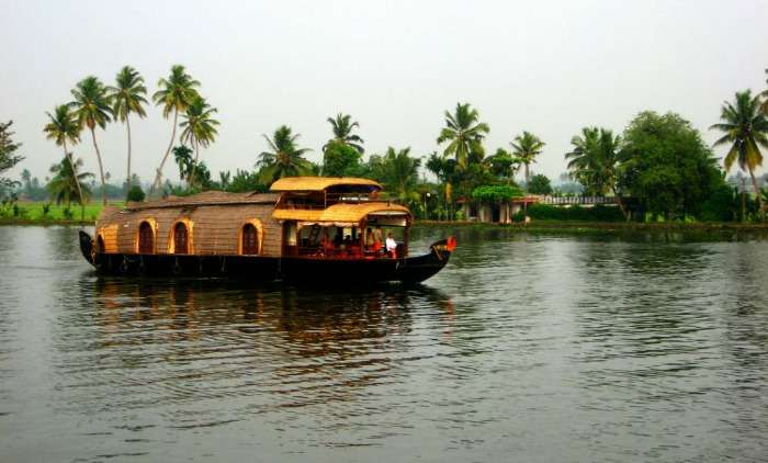Houseboat cruise on backwaters of Kumarakom