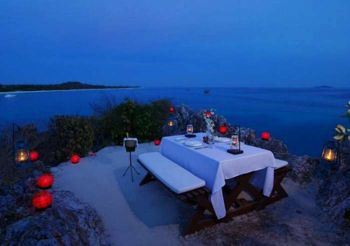 Enjoy romantic dinner with your partner with the big waves lapping, Kerala