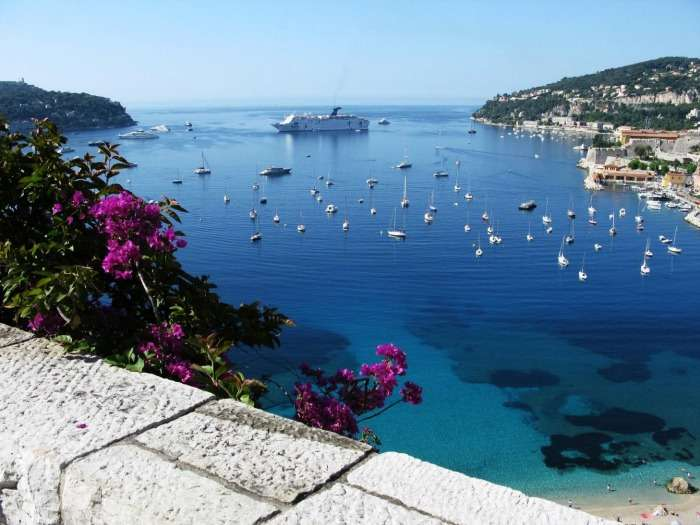 Watch the azure waters of Cote d'Azur on your honeymoon in France