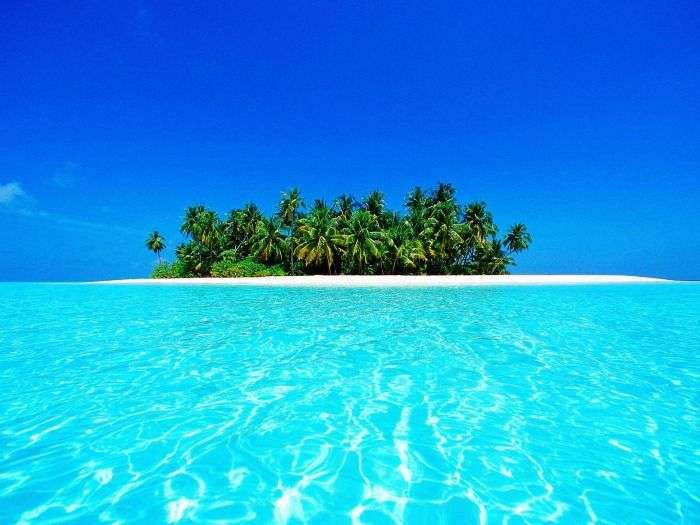 The clean azure waters of Maldives Beaches
