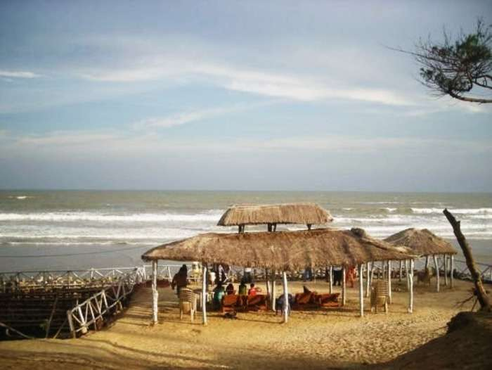 The peaceful beach of Shankarpur