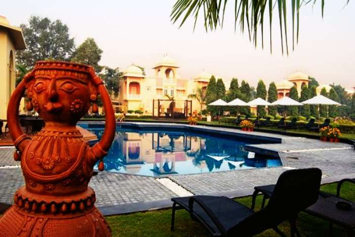 The swimming pool of Heritage Village Resort & Spa Manesar