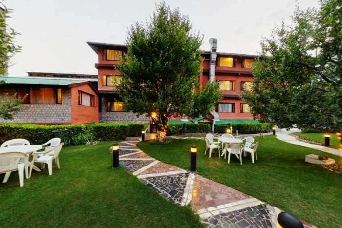 Hotel Honeymoon Inn is one of the best budget romantic hotels in Manali