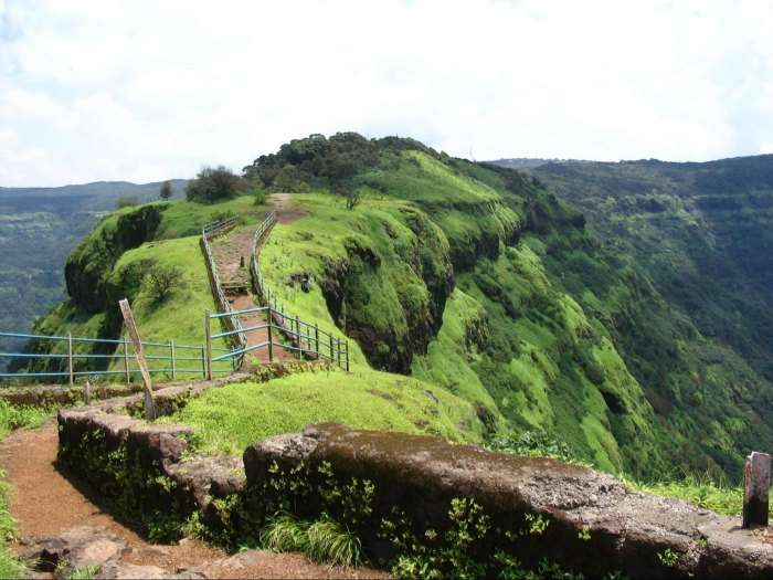 Mahabelshwar is one of the best picnic spots near Pune in summer known for the fresh strawberries.