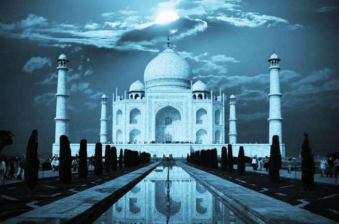 Meditate at Taj Mahal i Agra on a full moon night for an enchanting experience