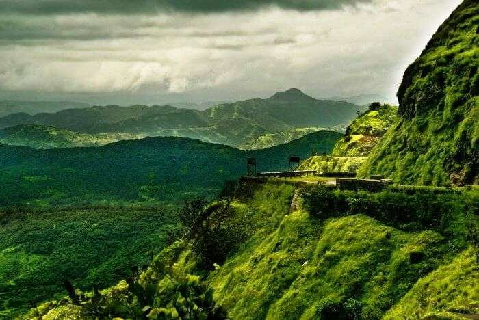 One of the most famous places to visit near Pune and Mumbai in monsoon is the beautiful Lonavala