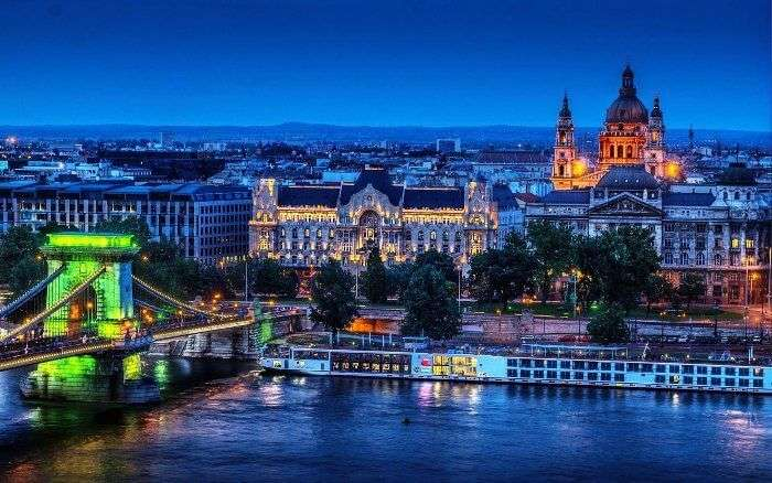 Night view of the backpackers paradise-Budapest