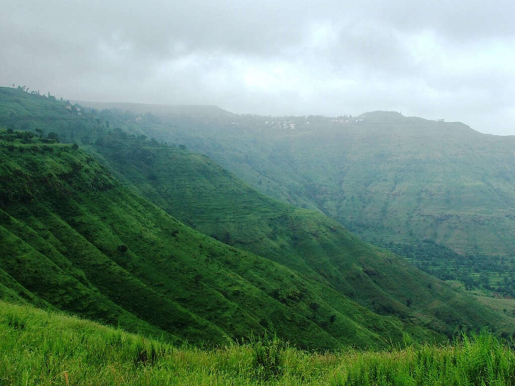 the lush green hills of Panchgani