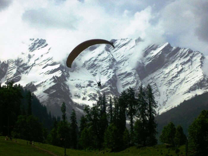 The picturesque Solan Valley is one of the best honeymoon destinations in Himachal Pradesh