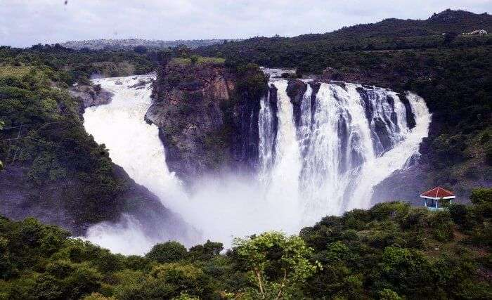 The majestic Suruli waterfalls in Madurai