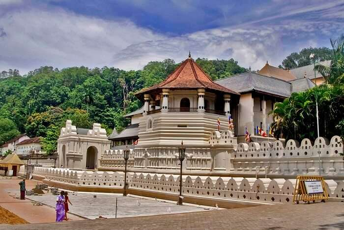 famous temple in Sri Lanka