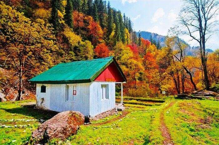Tirthan Valley in Himachal Pradesh is one of the best offbeat destinations in india