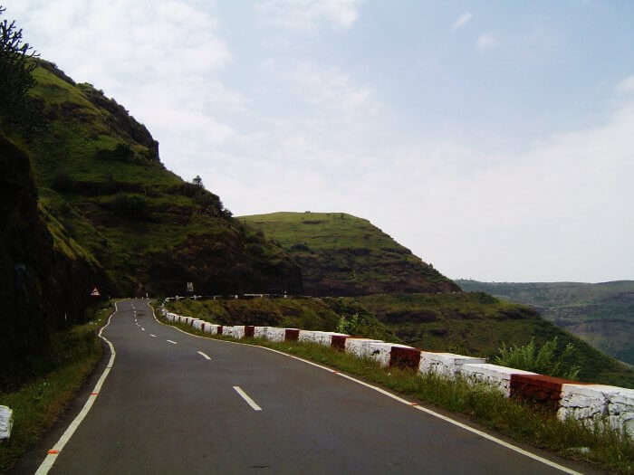 Road trip in monsoons from Pune to Surat via Saputara is one of the best